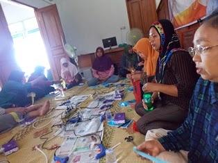 Pelatihan Pembuatan Bros Bagi Ibu-ibu Anggota GEMI Bantul